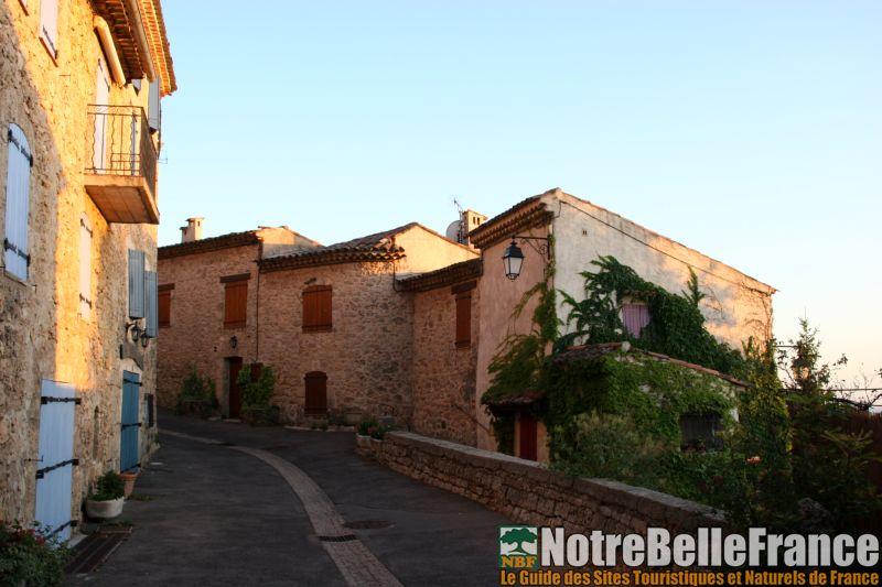 Les plus beaux villages de france du var notrebellefrance - Les plus beau village du var ...
