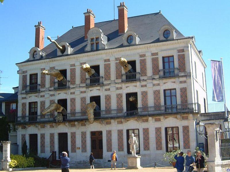 Maison de la Magie Robert Houdin by Wolfgang Meinhart, Hamburg, via wikimédia commons