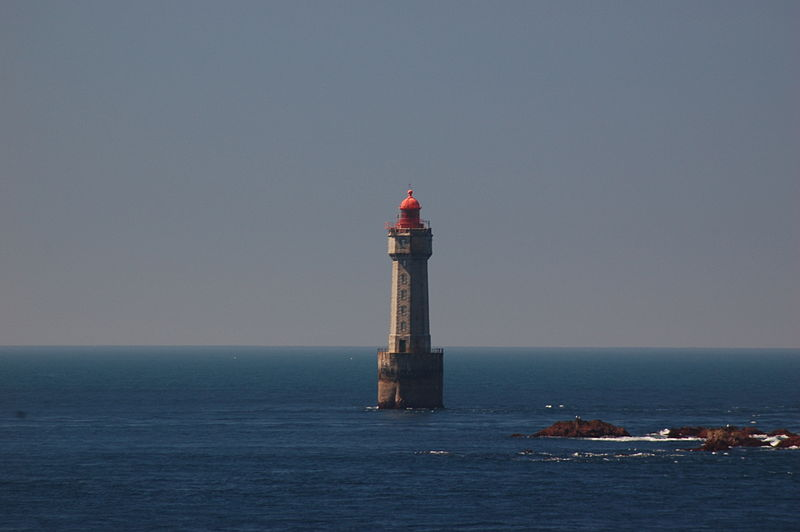 Phare de la Jument Par Falken (Travail personnel) CC BY-SA 3.0 via Wikimedia Commons