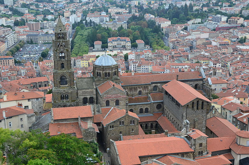 La Cathédrale Notre-Dame By Nicéphore CC BY-SA 3.0 via Wikimedia Commons