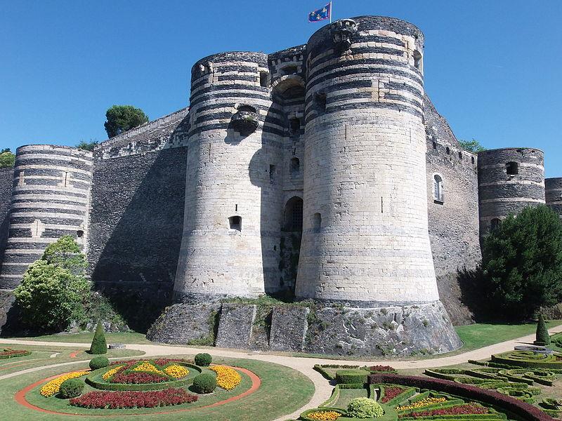 Le château d'Angers ou château des ducs d'Anjou By Nataloche CC BY-SA 4.0 via Wikimedia Commons