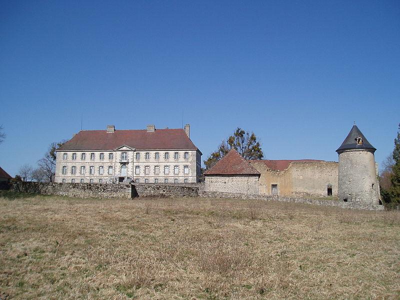 Château de Sainte-Feyre By Aubussonais CC BY-SA 3.0 via Wikimedia Commons