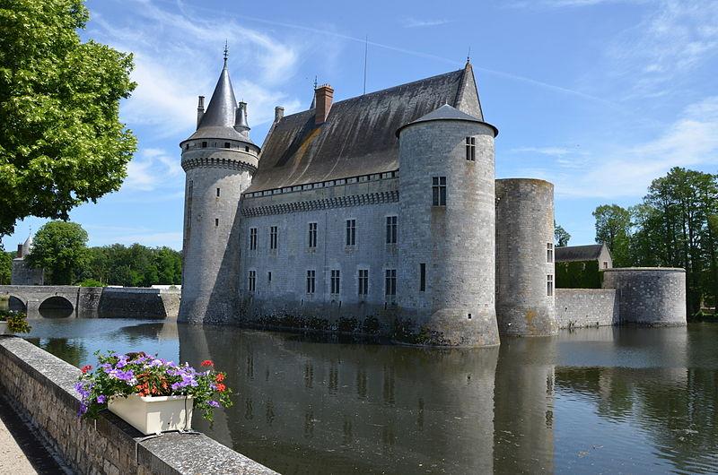 Le Château de Sully-sur-Loire By Pline CC BY-SA 3.0 via Wikimedia Commons