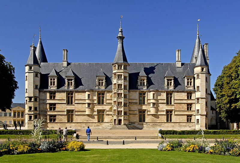 Palais ducal de Nevers by Jochen Jahnke CC-BY-SA-3.0 via Wikimedia Commons