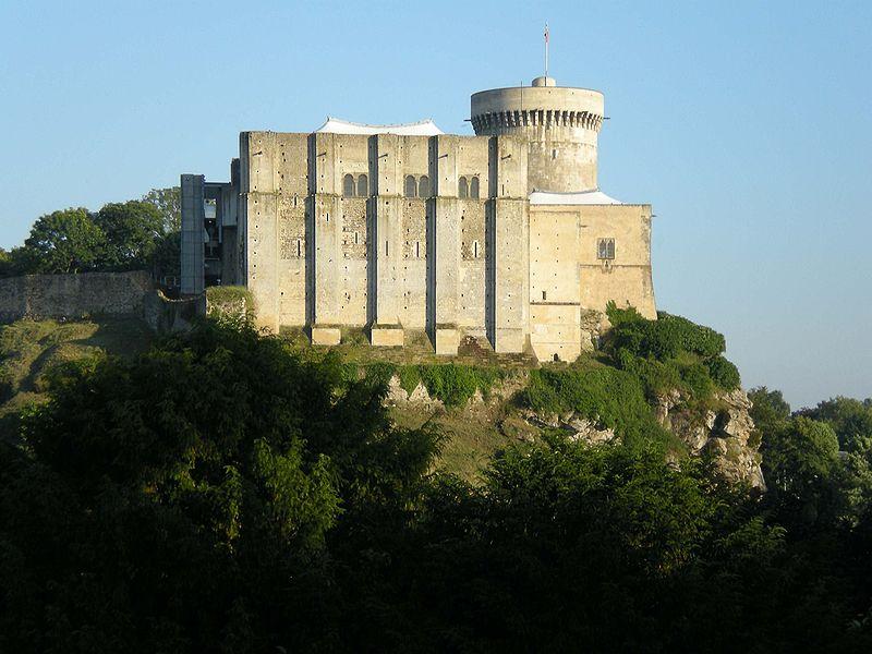 Château de Guillaume-le-Conquérant (Falaise) By Ollamh, via Wikimedia Commons