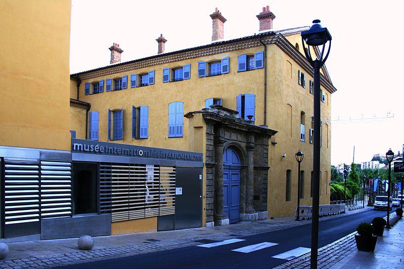 Musée International de la Parfumerie Par jean-louis Zimmermann CC BY 2.0 via Wikimedia Commons