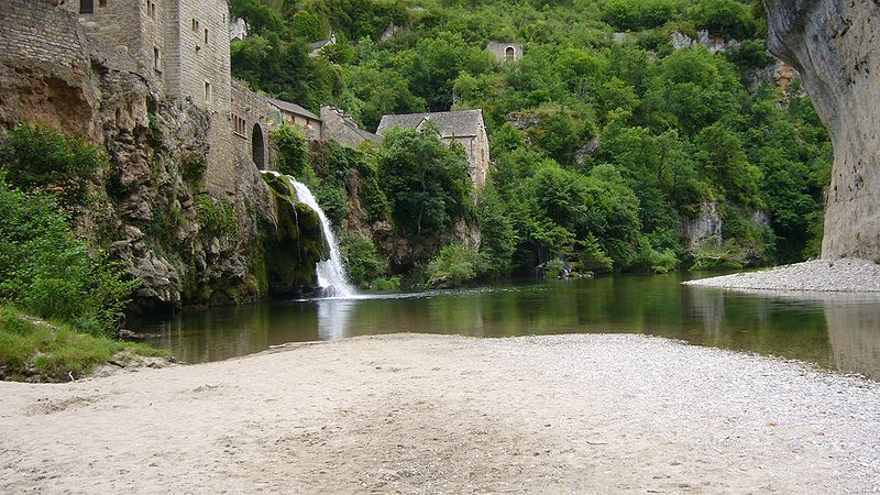 Cirque et Cascade de Saint-Chély-du-Tarn By Sanguinez  via Wikimedia Commons