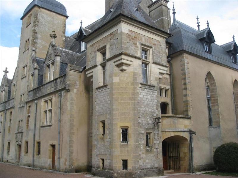 Château de Châtillon By Cypris CC BY-SA 3.0 via Wikimedia Commons