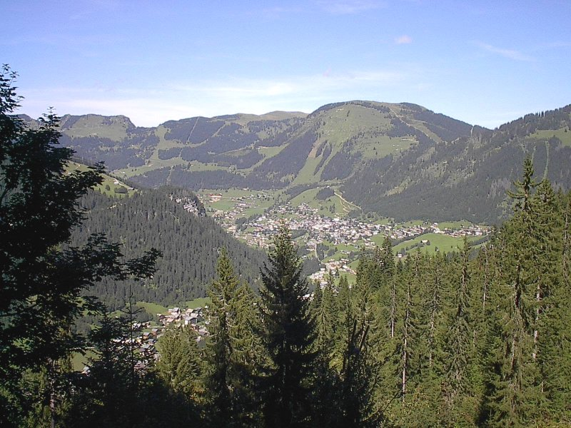 Châtel By JJRoland at fr.wikipedia CC BY-SA 2.5 from Wikimedia Commons