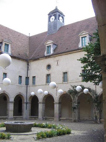 Musée de la Vie Bourguignonne Perrin de Puycousin, Alchemica CC-BY-SA-3.0 CC BY-SA 2.5-2.0-1.0 via Wikimedia Commons