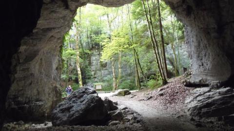 L'entrée de la grotte des échelles à Saint-Christophe sur Guiers