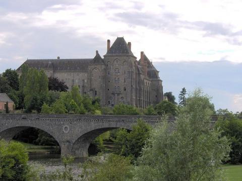 Abbaye Saint-Pierre de Solesmes By Cliatop (Own work) via Wikimedia Commons