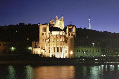 Cathédrale Saint Jean à Lyon By Buliwyf via Wikimedia Commons