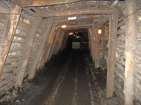 Mine Témoin d'Alès By Tangopaso (Own work) [Public domain], via Wikimedia Commons