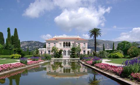 Villa et Jardins Ephrussi de Rothschild Par Berthold Werner edit by Böhringer CC BY-SA 3.0  via Wikimedia Commons