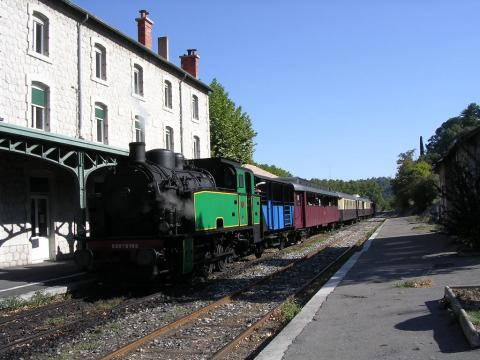 Train à vapeur des Cévennes By G CHP CC BY-SA 2.5 via Wikimedia Commons
