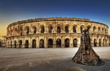 Arènes de Nîmes By Wolfgang Staudt, Germany CC BY 2.0 via Wikimedia Commons