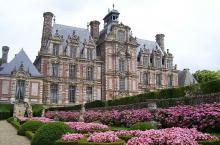 Château de Beausmenil By Stanzilla Public domain], via Wikimedia Commons