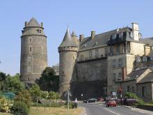 château de Châteaugiron By Thomas Béline (izidor) CC BY-SA 2.5 via Wikimedia Commons