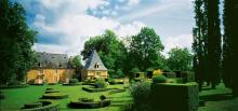 Les jardins du Manoir d'Eyrignac By M. Leroux via Wikimedia Commons
