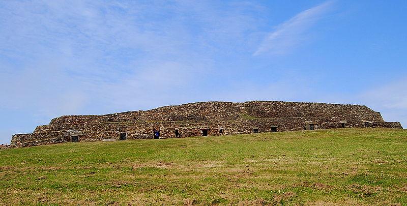 Cairn de Barnenez By Theroadislong CC BY-SA 3.0 via Wikimedia Commons