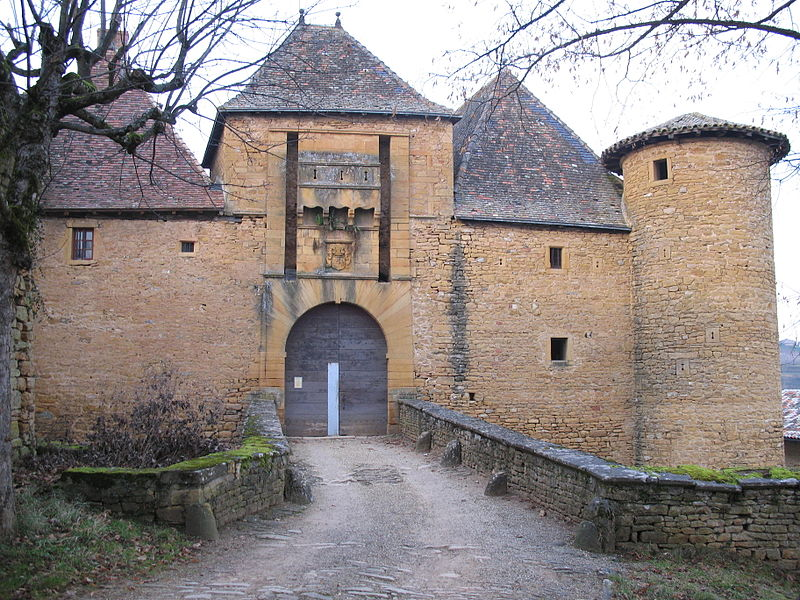 Château de Jarnioux By PHILDIC (Own work) via Wikimedia Commons