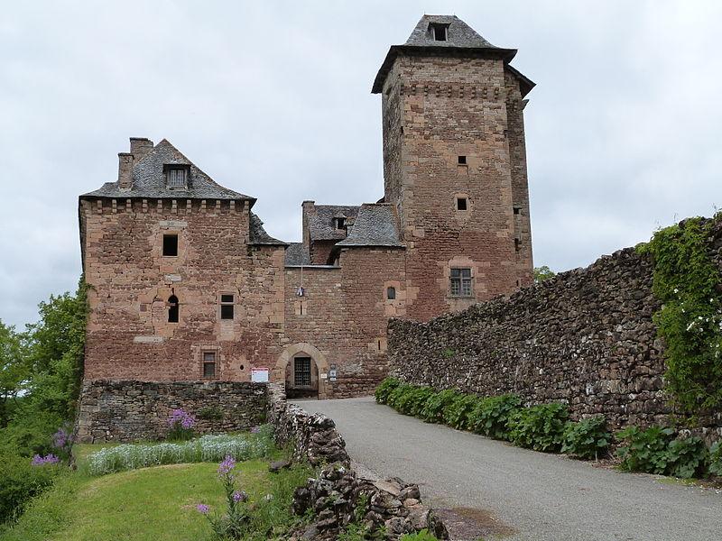 Château du Colombier By Thérèse Gaigé CC BY-SA 3.0 via Wikimedia Commons