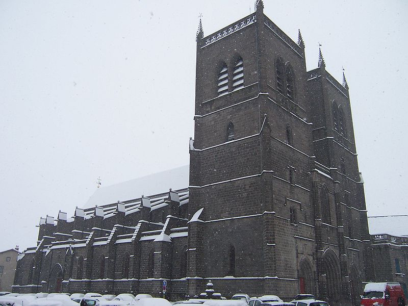 Cathédrale Saint-Pierre By B.navez CC BY-SA 2.5-2.0-1.0 via Wikimedia Commons