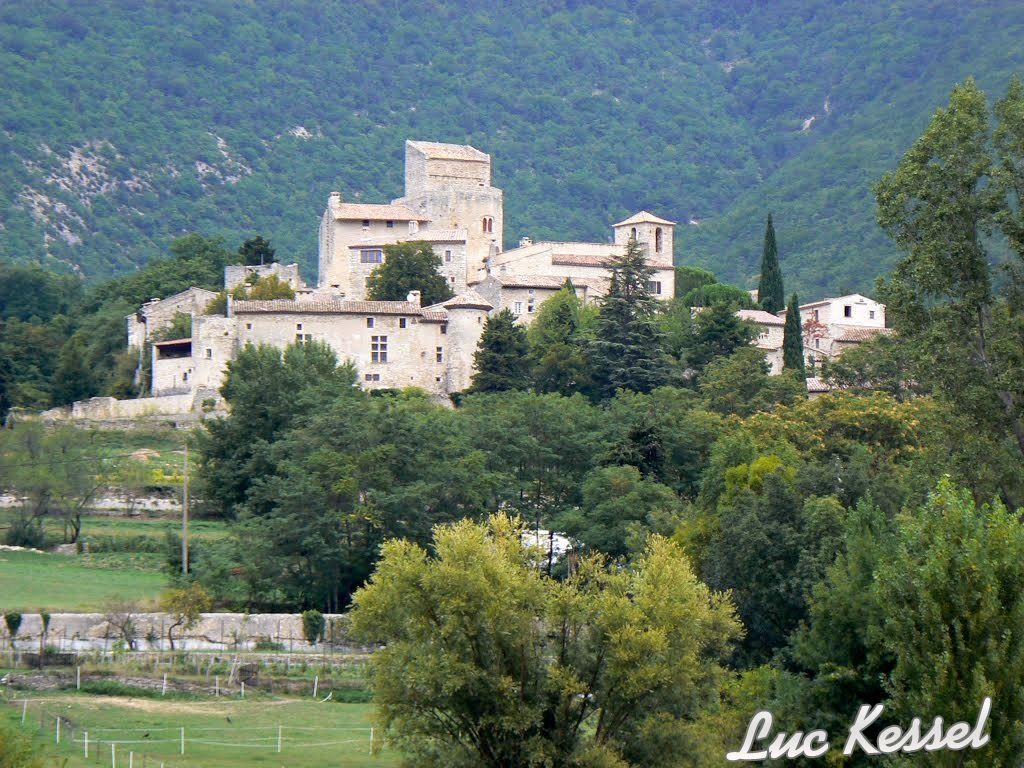 Village de Poët Laval