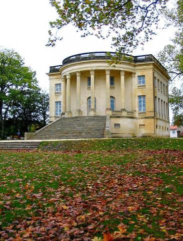 Maison carrée d'Arlac By Patrick.charpiat CC BY 3.0 via Wikimedia Commons