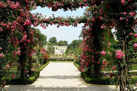 Parc de Bagatelle à Paris By Spedona (own work) CC BY-SA 2 via Wikimedia Commons