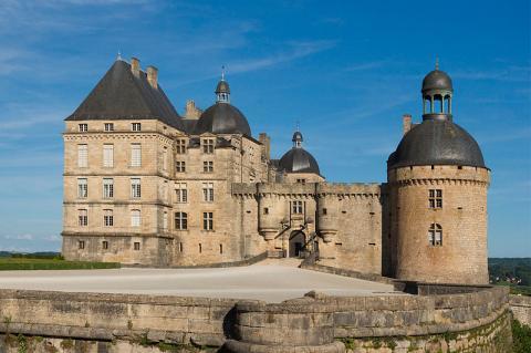 Château de Hautefort By Jebulon via Wikimedia Commons