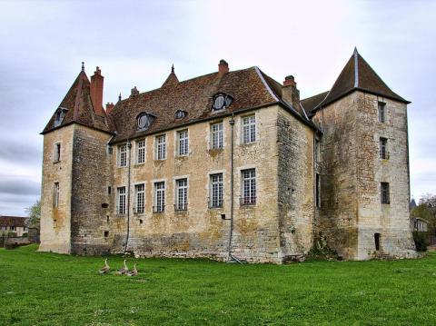 Château de Gy By JGS25 CC BY-SA 3.0 via Wikimedia Commons