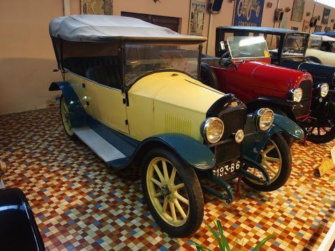 Musée Automobile de Vendée By Alf van Beem (Own work) [CC0], via Wikimedia Commons