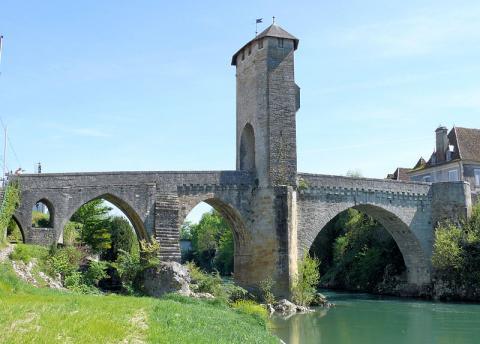 Vieux Pont d'Orthez Par MOSSOT (Travail personnel) [CC BY 3.0 (http://creativecommons.org/licenses/by/3.0)], via Wikimedia Commons