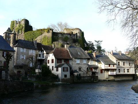 Ségur-le-Château (source : wiki)